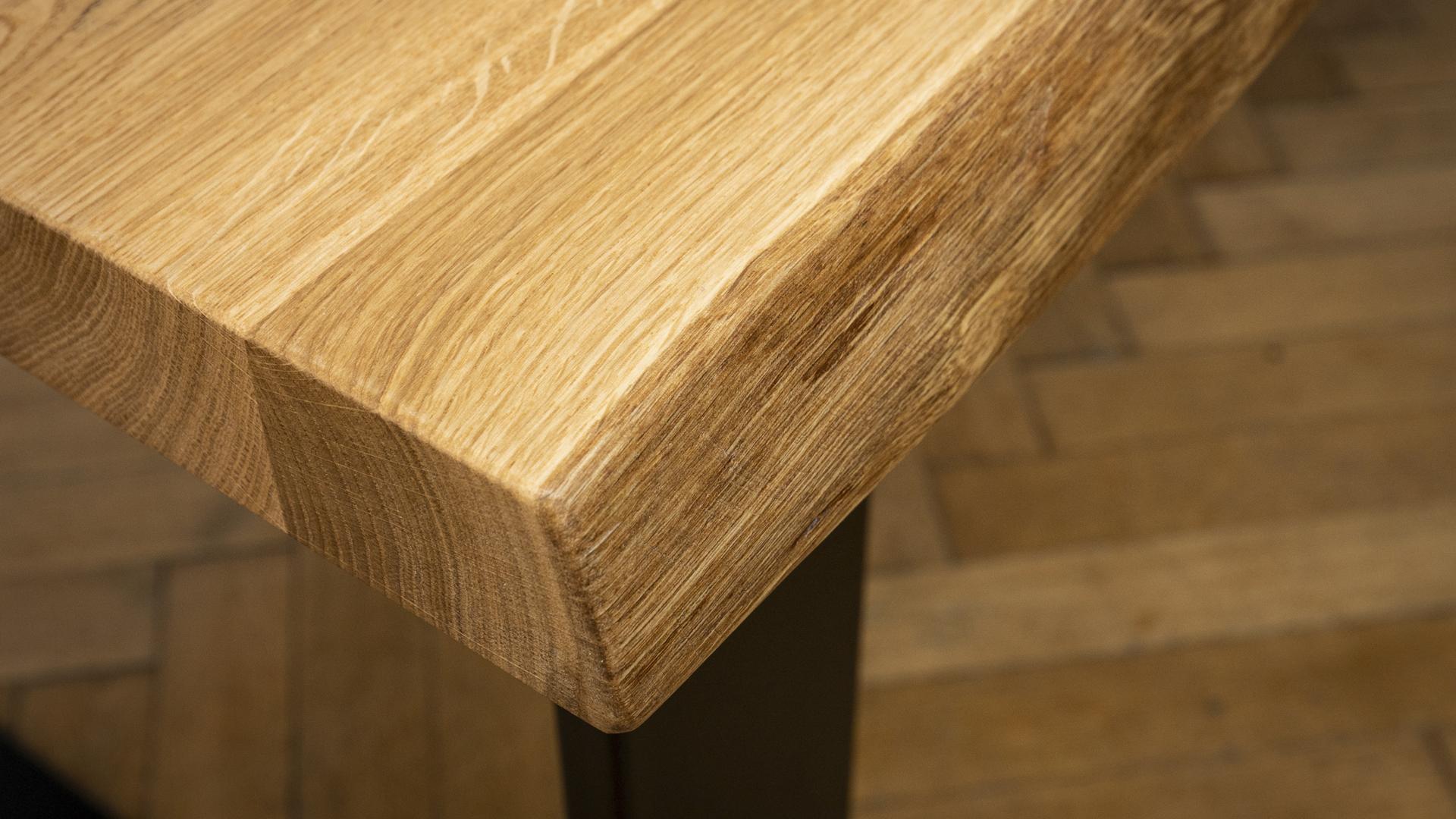 Dębowy stół w stylu industrialnym
