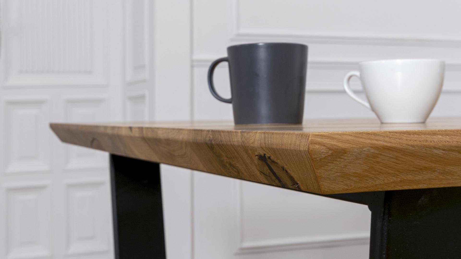 Stół z blatem dębowym i nogami metalowymi