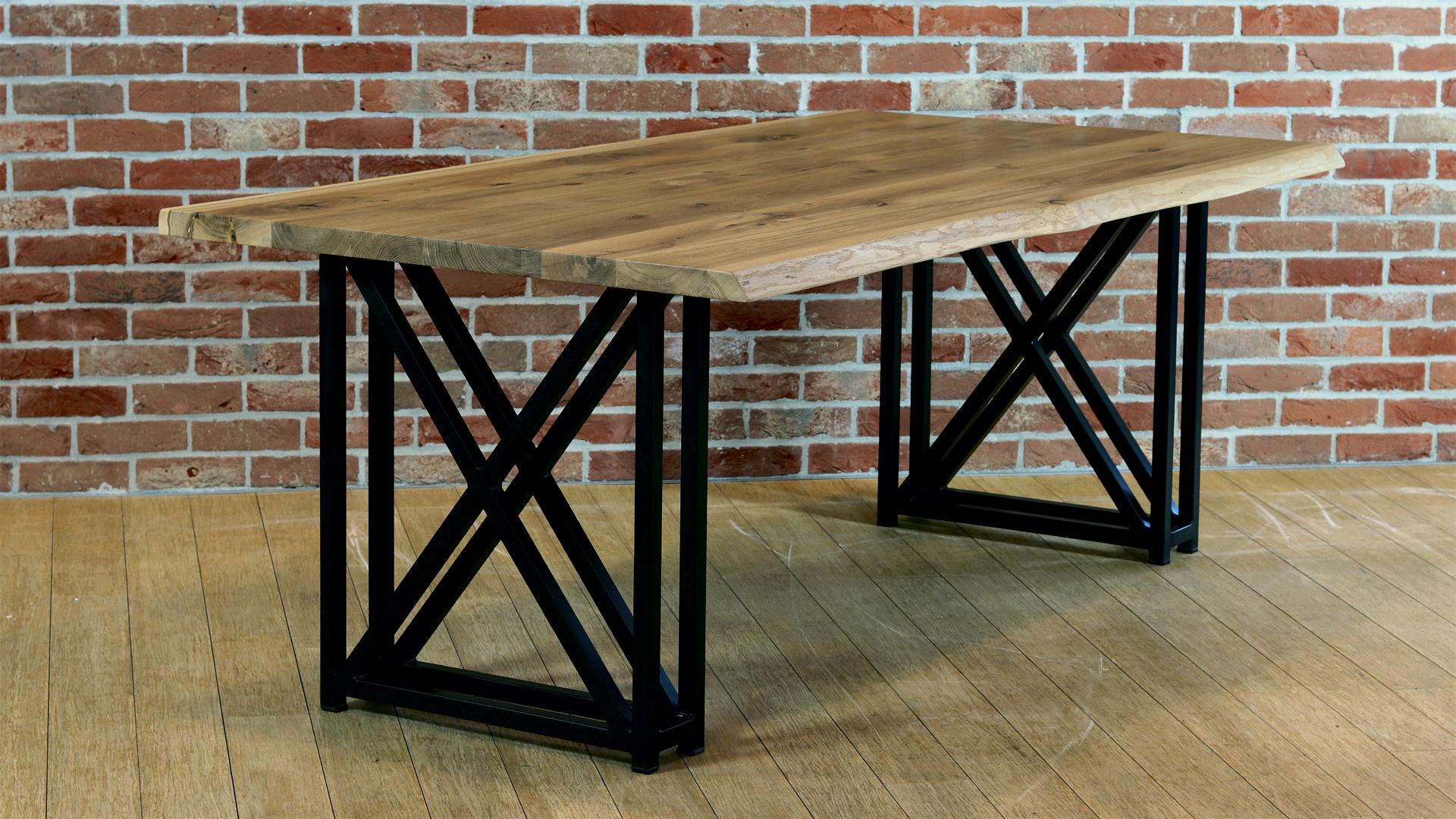 Loftowy stół drewniany