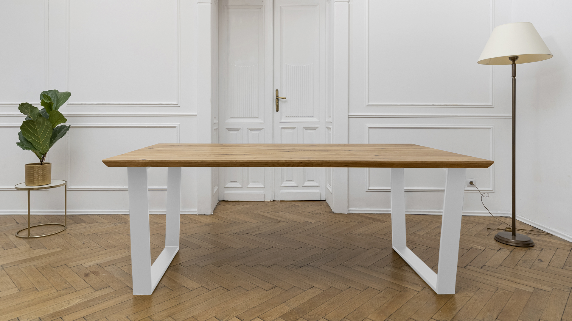 Stół z nogami metalowymi w kolorze białym