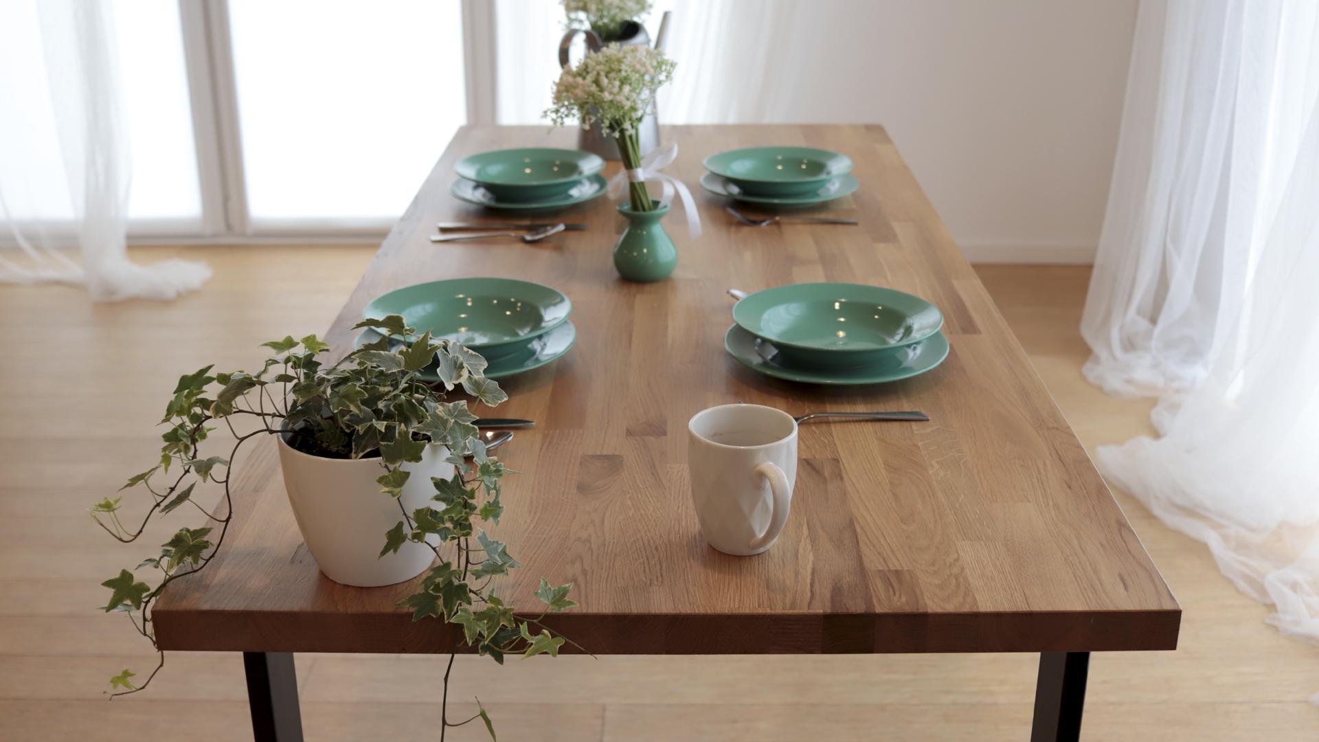 Drewniany stół dębowy