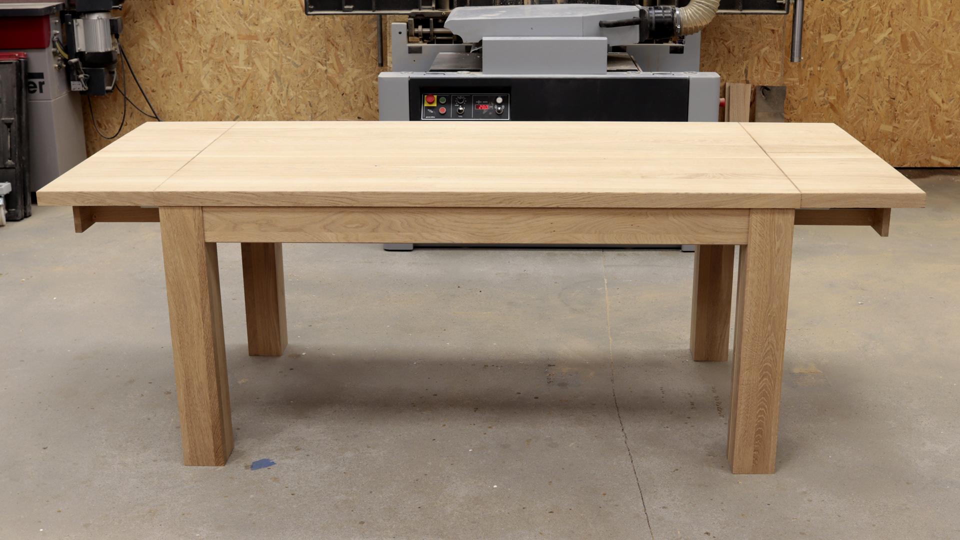 rozkładany dębowy stół