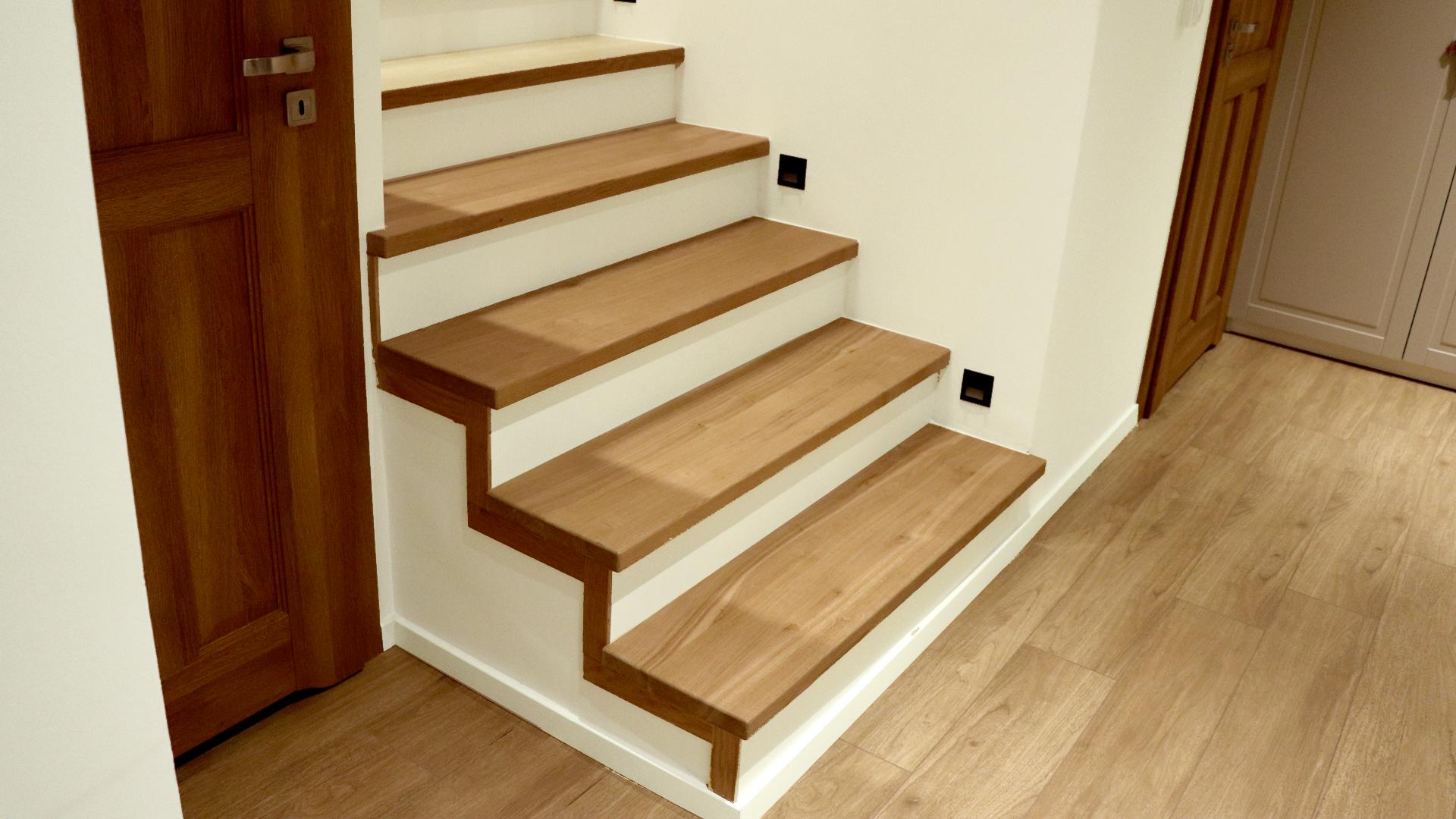 Dębowe stopnice schodowe